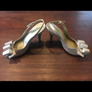 me too Shoes - Me Too Champagne Satin Pumps Size 6.5